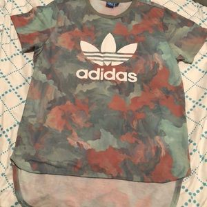 Short sleeve high-low adidas T-shirt